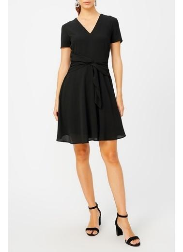 Random Kadın Belinden Bağlamalı V Yaka Elbise Siyah